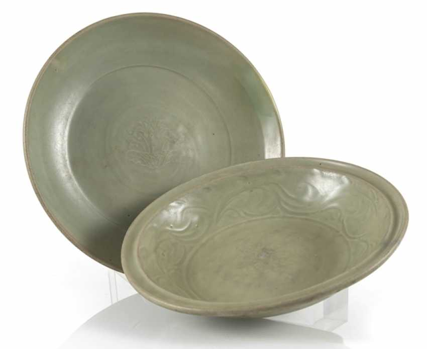 Two celadon bowls with sculptured decor - photo 1
