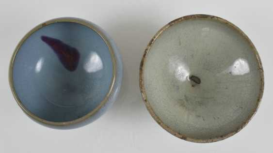 Two 'junyao'bowls with turquoise glaze and violet stain - photo 2