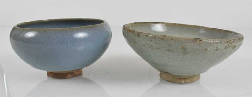 Two 'junyao'bowls with turquoise glaze and violet stain - photo 3