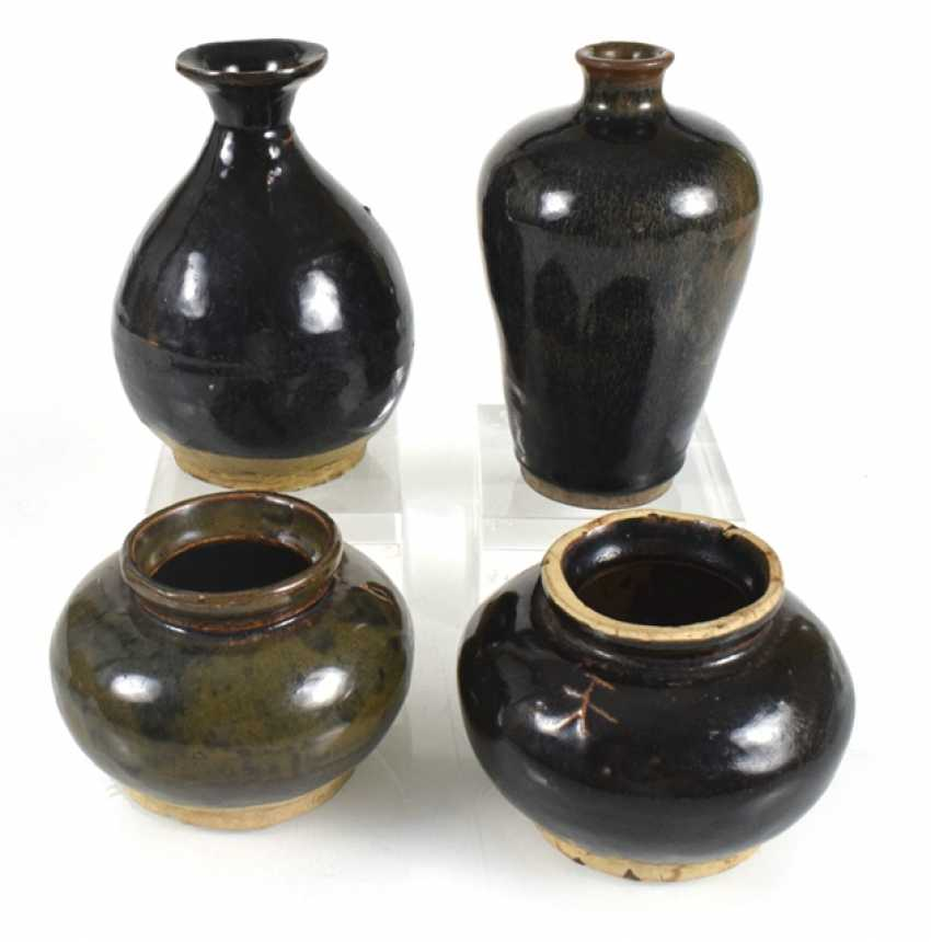 Two vases and two pottery vessels with black glaze - photo 1