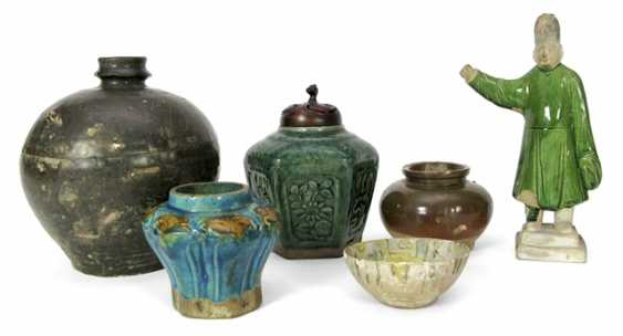 Four vases, a bowl and a figure made of ceramic - photo 1