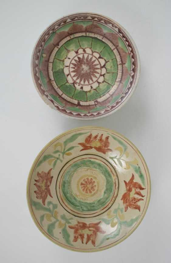 Two Swatow-shells and a turquoise-glazed candle holder in lion shape - photo 3