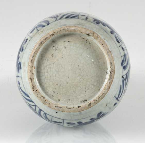 Under glaze blue decorated Kraak bottle vase with horses and flowers - photo 2