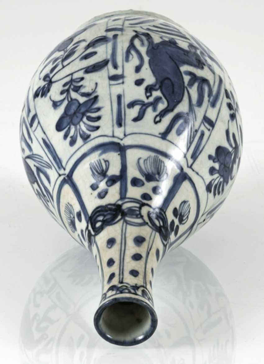 Under glaze blue decorated Kraak bottle vase with horses and flowers - photo 3