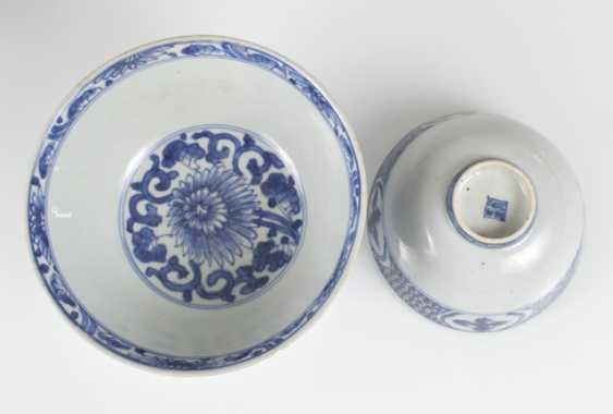 Six porcelain bowls with blue and white decor - photo 2