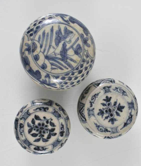 Eight lid cans made of porcelain with a blue-and-white decor - photo 2