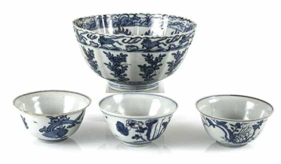 Group the shape of a flower, and three smaller blue-and-white decorated bowls - photo 1