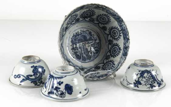 Group the shape of a flower, and three smaller blue-and-white decorated bowls - photo 2