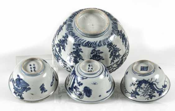 Group the shape of a flower, and three smaller blue-and-white decorated bowls - photo 3