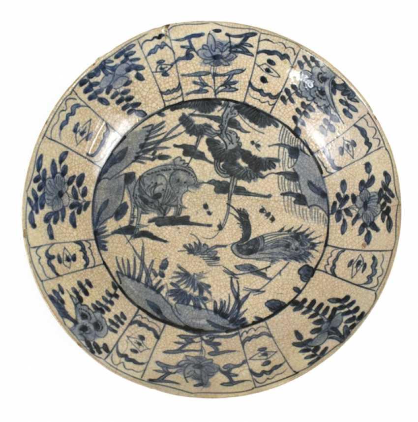 Teller aus Porzellan mit unterglasurblauem Tierdekor - Foto 1