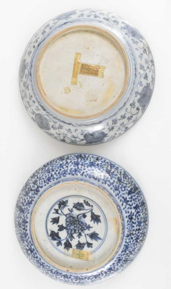 Two porcelain plates with blue-and-white decor - photo 2