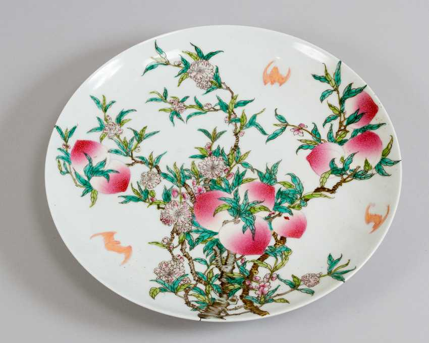 Chinese porcelain dish, round shape with upstanding border - photo 1
