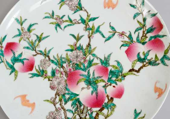 Chinese porcelain dish, round shape with upstanding border - photo 2