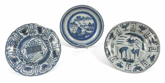 Three plates with underglaze blue decor - photo 1
