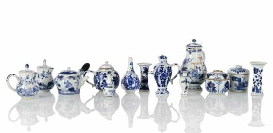 Set of thirteen blue and white-decorated porcelain - photo 1