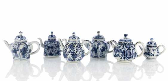 Six blue-and-white decorated teapots - photo 1