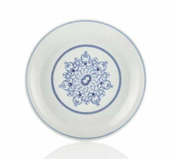 Underglaze blue decorated Saucer made of porcelain - photo 1