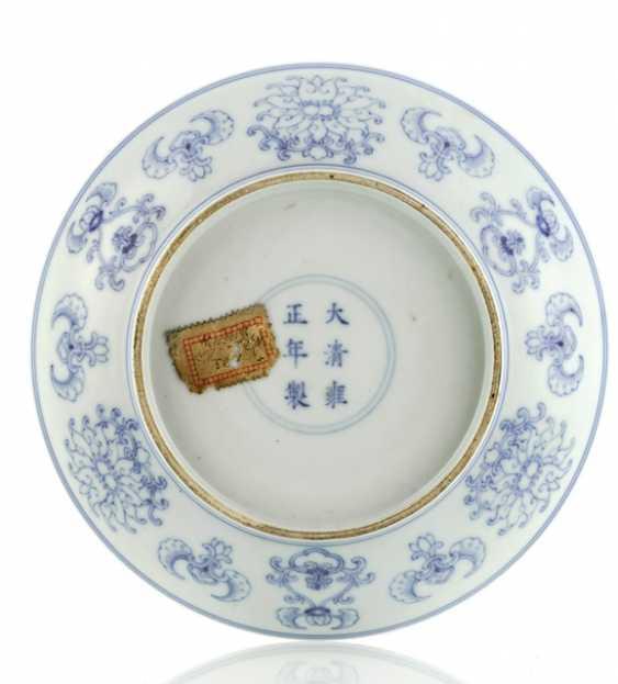 Underglaze blue decorated Saucer made of porcelain - photo 2