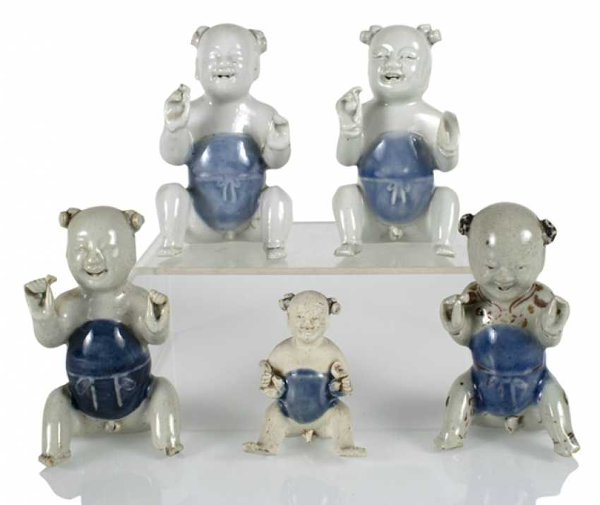Five porcelain boy in a sitting posture - photo 1