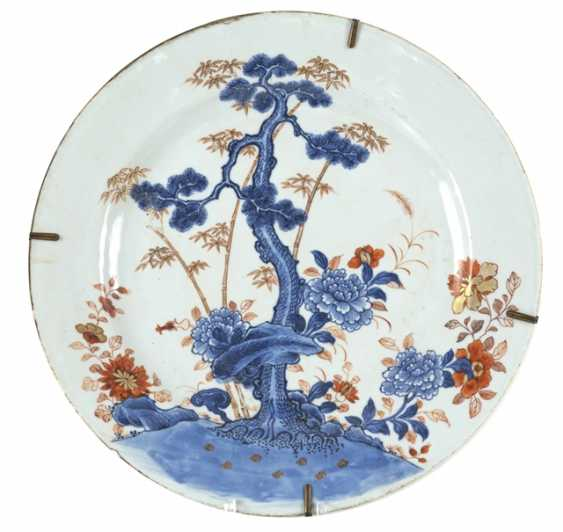 Porcelain plate with decoration of bamboo, pine and chrysanthemums in Imari style - photo 1