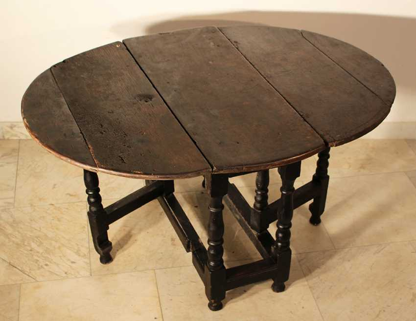 English gateleg oakwood table, oval top on four turned feet with upper and lower connection, with two extendable movable turned feet - photo 1