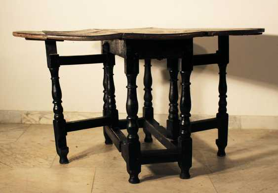 English gateleg oakwood table, oval top on four turned feet with upper and lower connection, with two extendable movable turned feet - photo 2