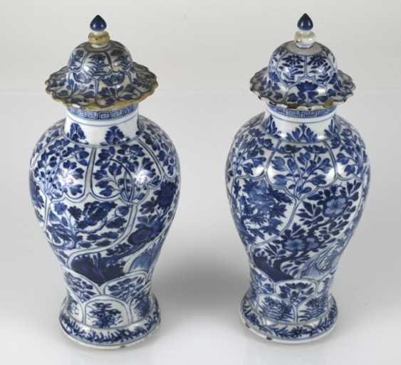 Two under glaze blue vases, made of porcelain with floral decor - photo 2