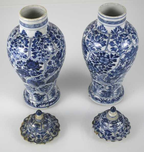 Two under glaze blue vases, made of porcelain with floral decor - photo 3