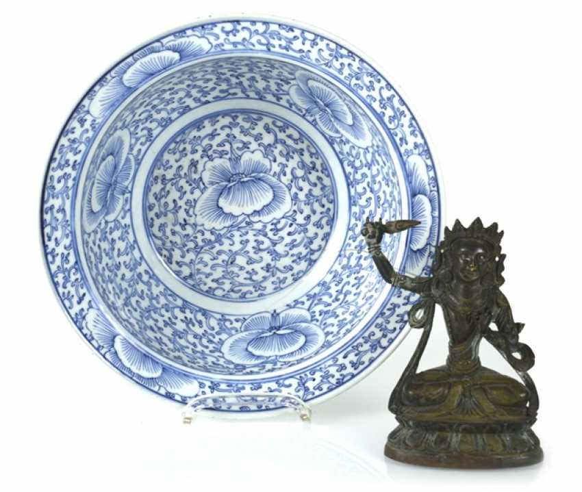 Blue-and-white decorated porcelain bowl and a small Bronze of Manjushri - photo 1