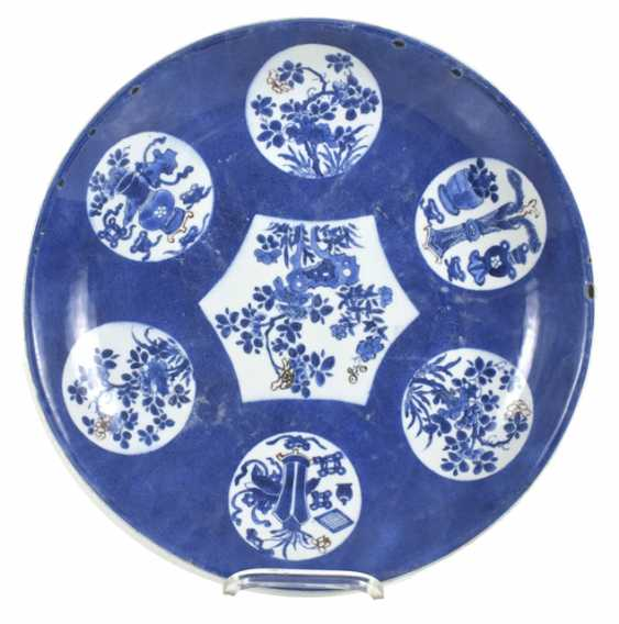 Powder blue plate with floral medallions with copper red - photo 2
