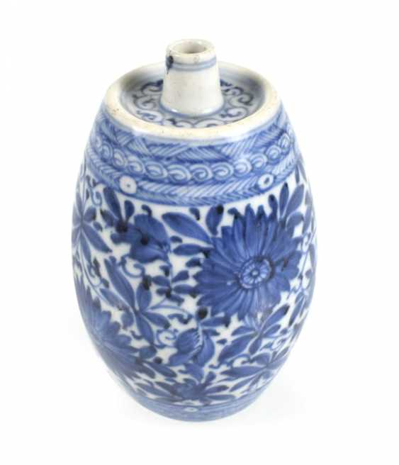 Vase in barrel form with underglaze blue Lotus decor - photo 1