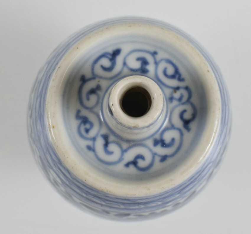 Vase in barrel form with underglaze blue Lotus decor - photo 3