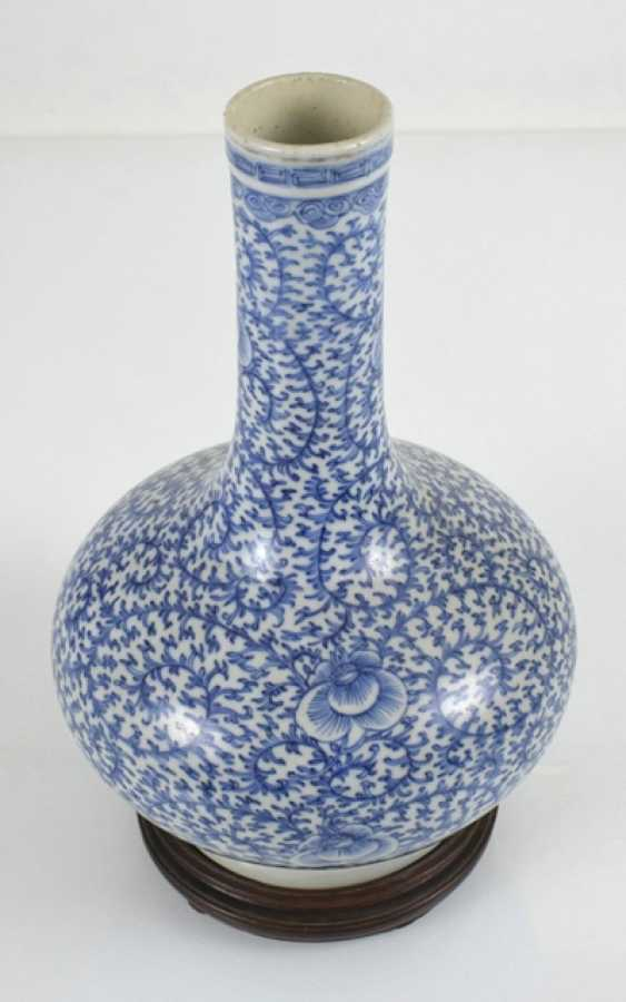 Bottle vase made of porcelain with a blue-and-white floral decor - photo 2