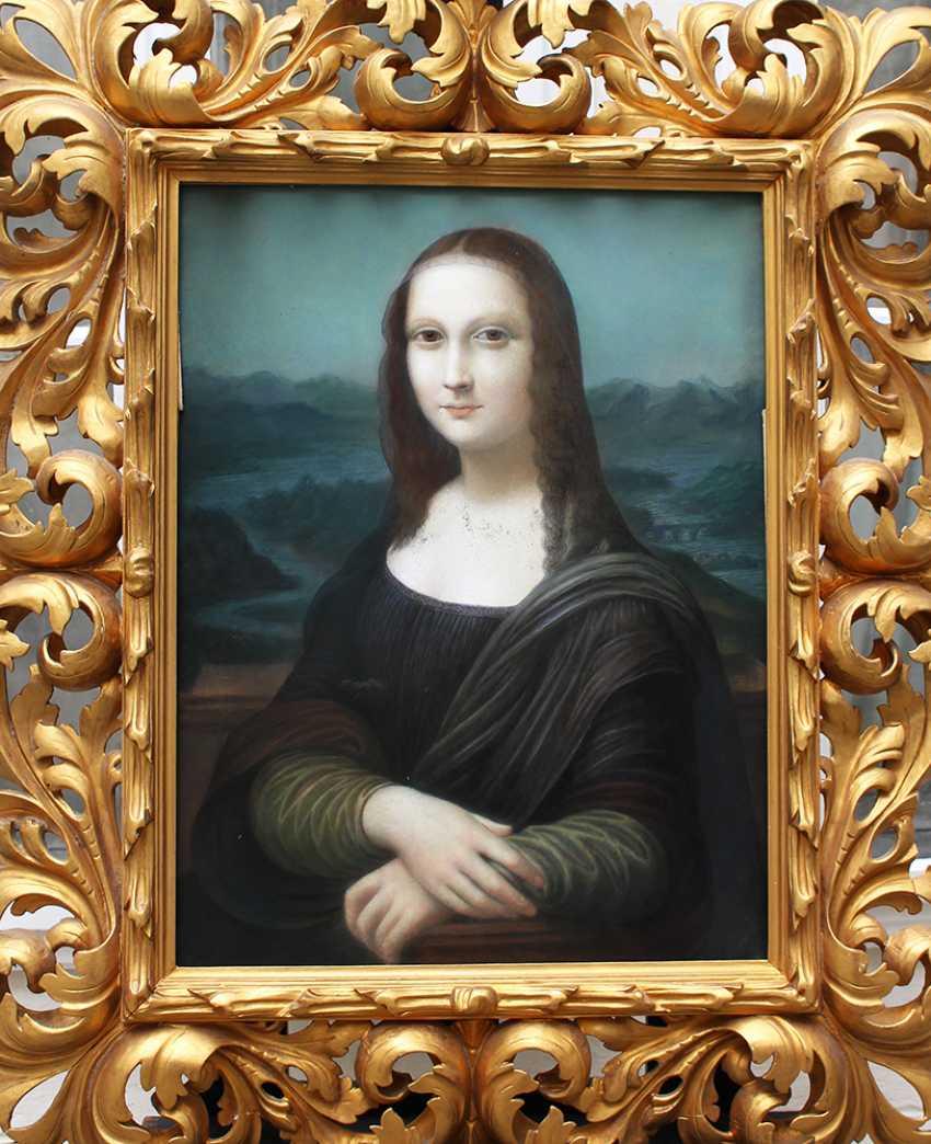 Leonardo da Vinci (1452-1519)-after, The Mona Lisa, pastel on paper, under glass - photo 1
