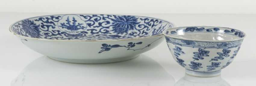 Under glaze blue bowl and Kumme made of porcelain with flower decor - photo 2