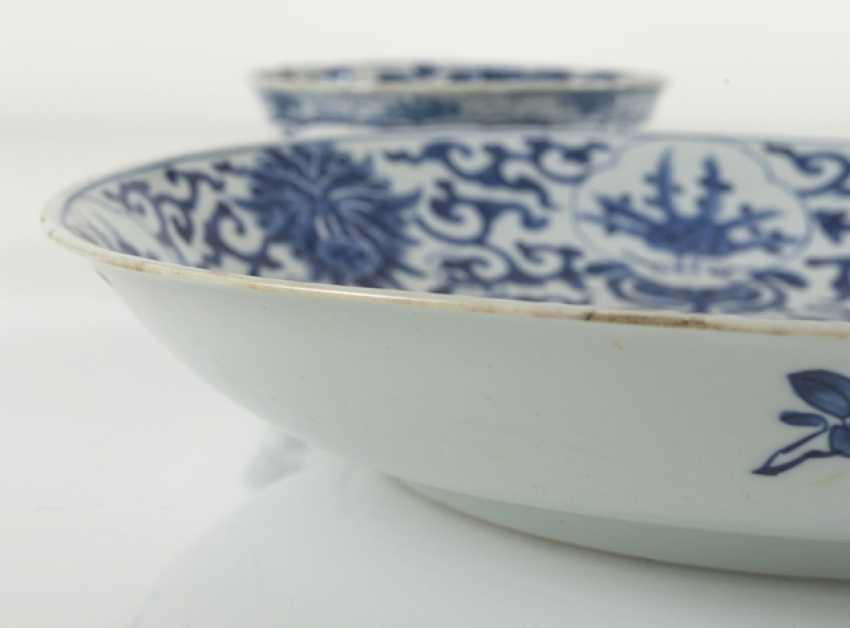 Under glaze blue bowl and Kumme made of porcelain with flower decor - photo 3