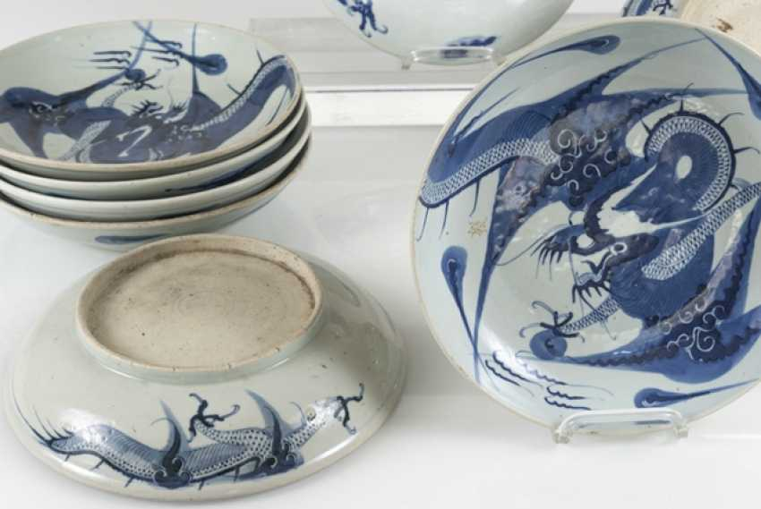 Nine blue-and-white porcelain plate with dragon decor - photo 3