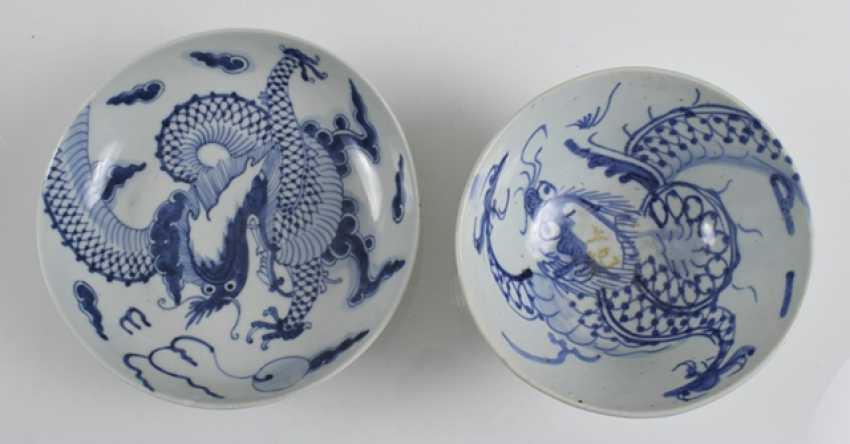 Seventeen porcelain plate with blue-and-white decor - photo 2
