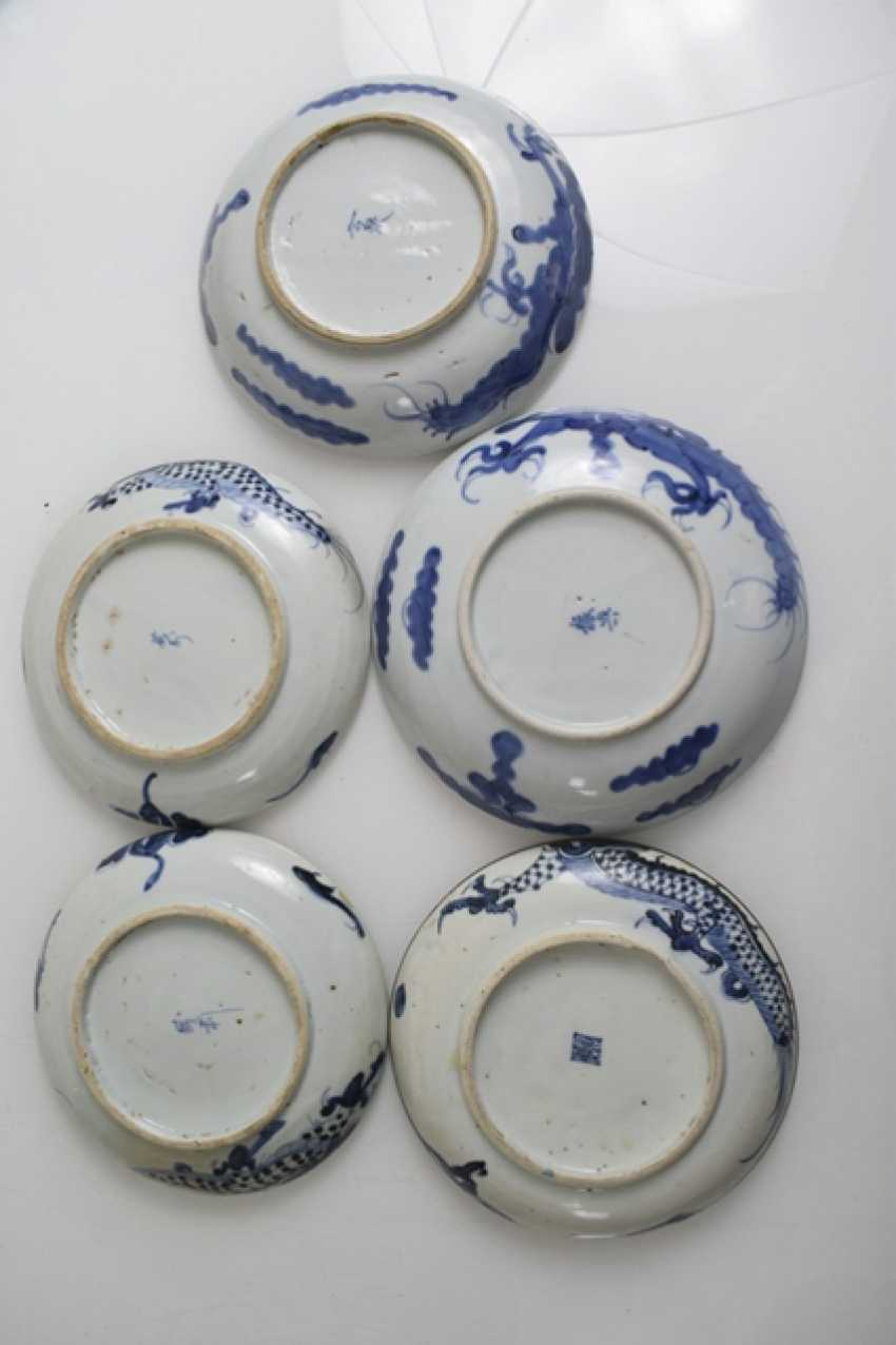 Seventeen porcelain plate with blue-and-white decor - photo 3