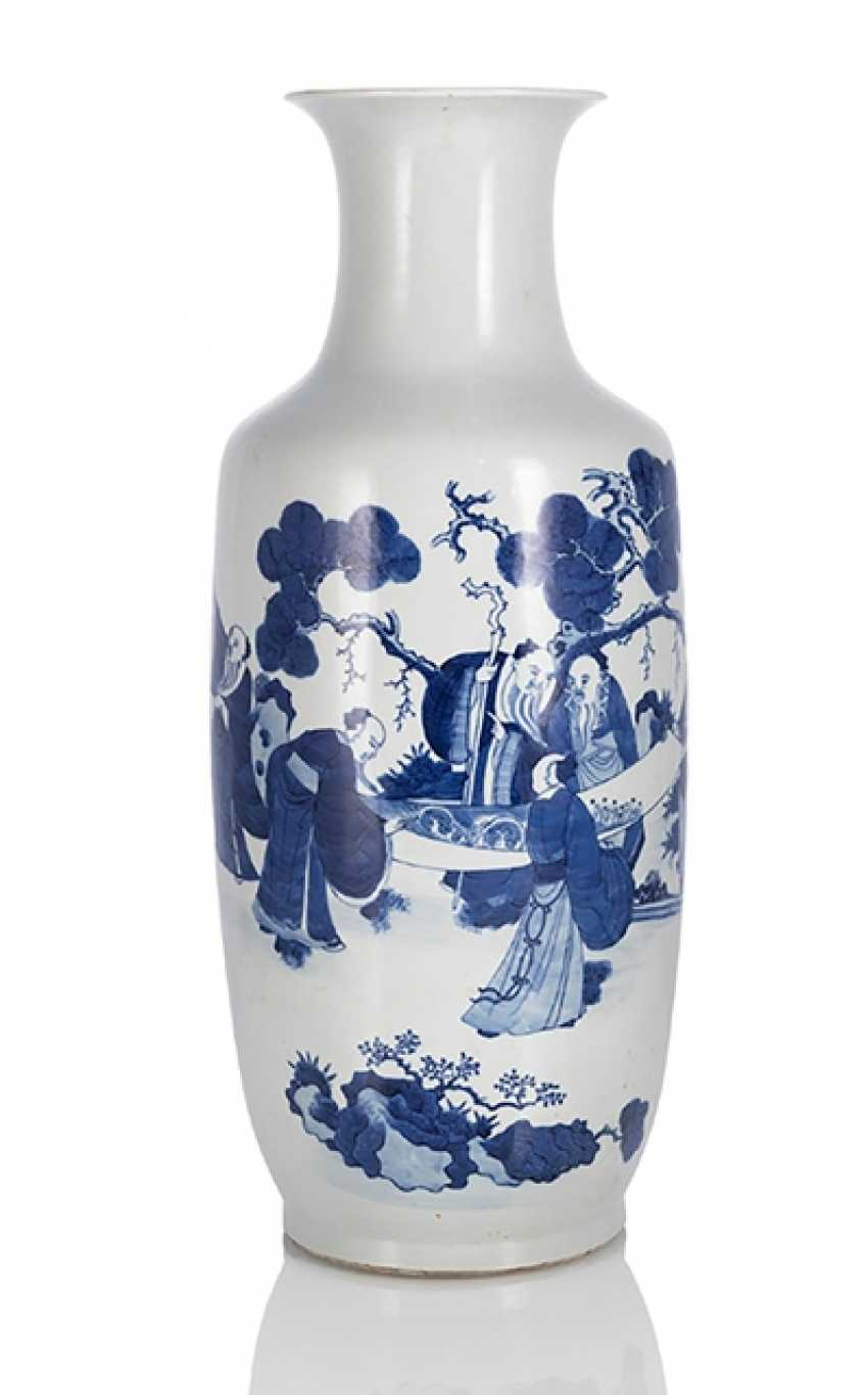 Rouleau Vase with decoration of two scholars with poem inscription in underglaze blue - photo 1