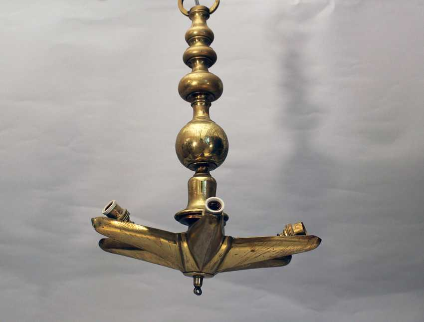 A Jewish Shabbat lamp, bronze cast gilded, turned shape, with a six pointed star and with later electrical fitting - photo 2