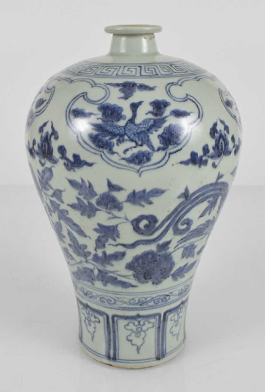 Blue-and-white decorated porcelain vase, Meiping - photo 2