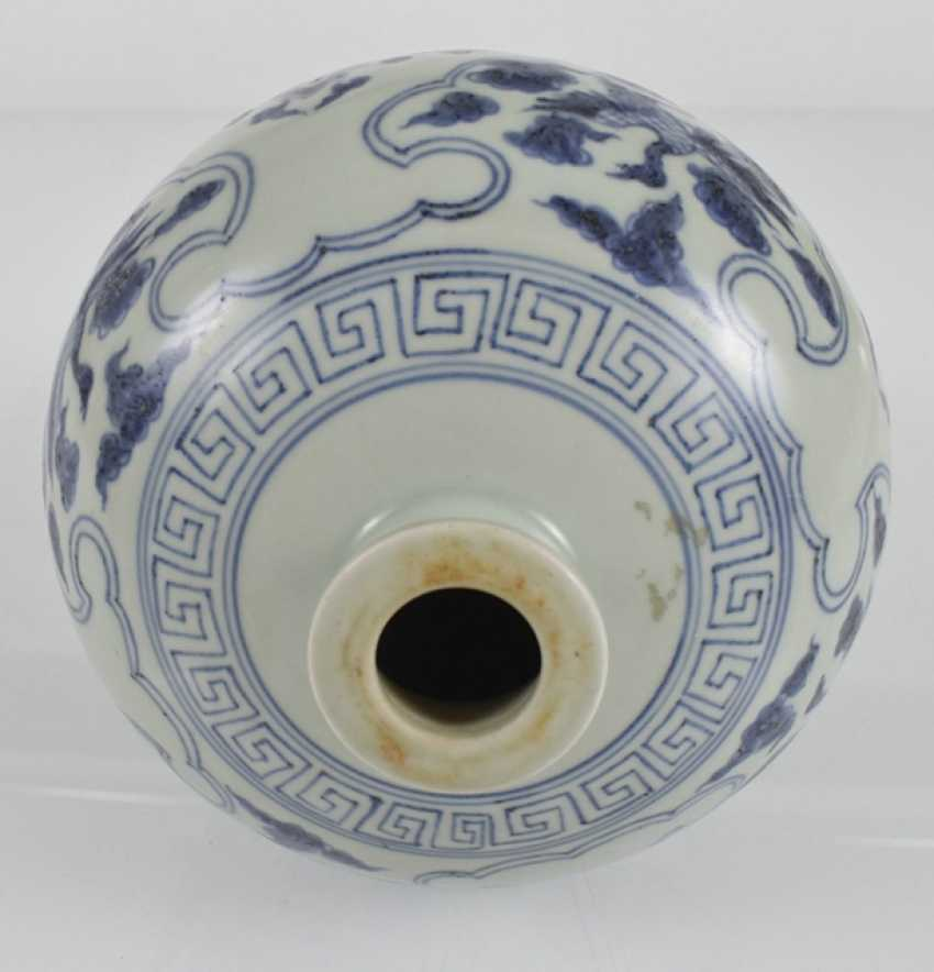 Blue-and-white decorated porcelain vase, Meiping - photo 3