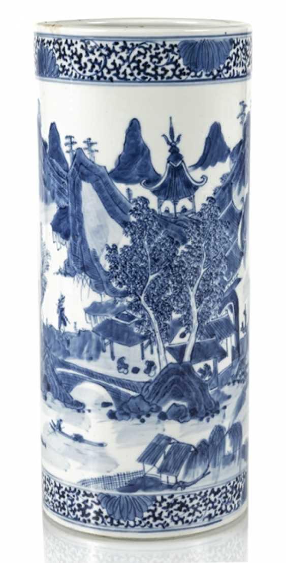 Cylindrical Vase made of porcelain with underglaze blue landscape decoration - photo 1
