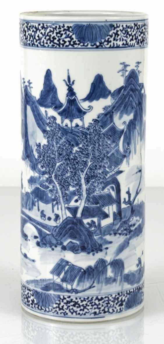 Cylindrical Vase made of porcelain with underglaze blue landscape decoration - photo 2