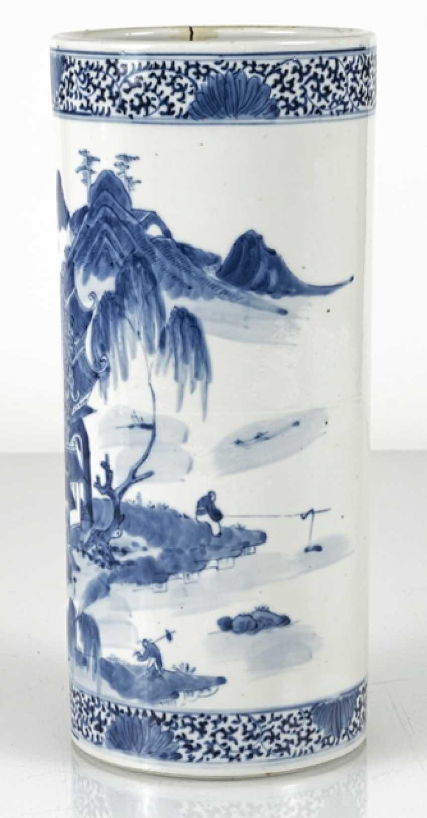 Cylindrical Vase made of porcelain with underglaze blue landscape decoration - photo 3