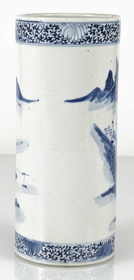 Cylindrical Vase made of porcelain with underglaze blue landscape decoration - photo 4