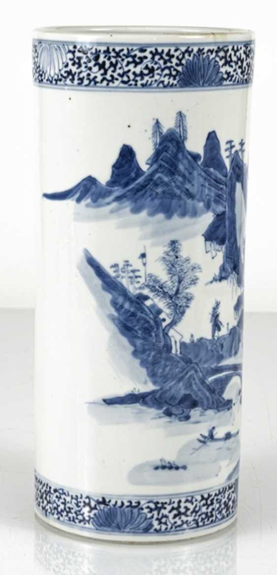 Cylindrical Vase made of porcelain with underglaze blue landscape decoration - photo 5