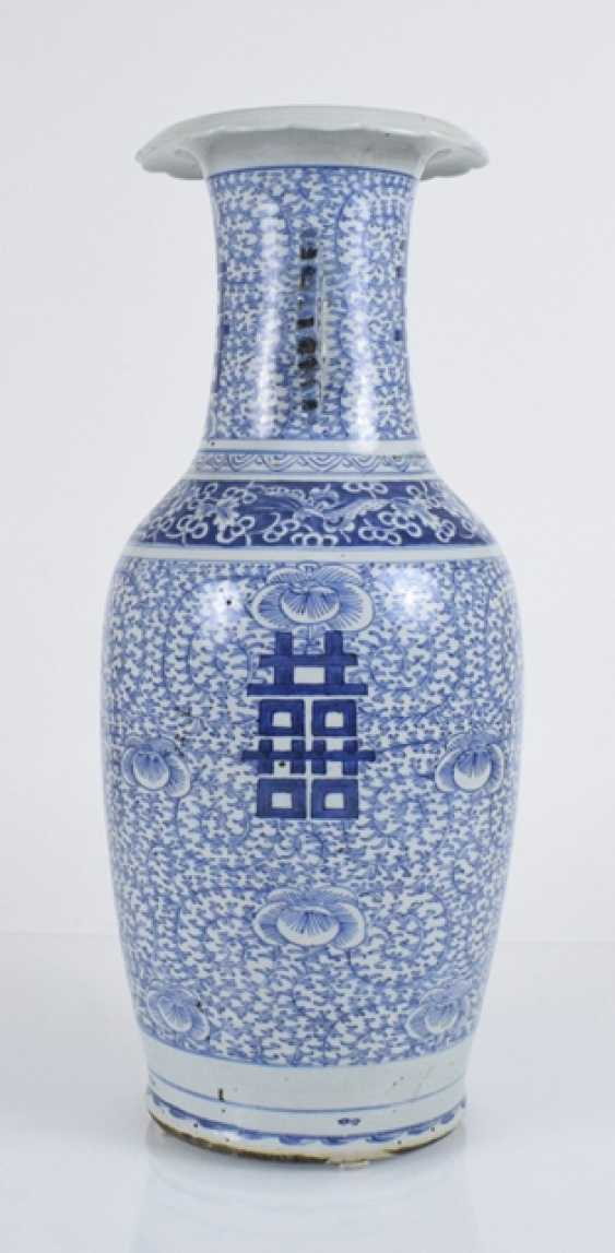 Floor vase made of porcelain with a blue-and-white Shuangxi decor and side Handle - photo 2