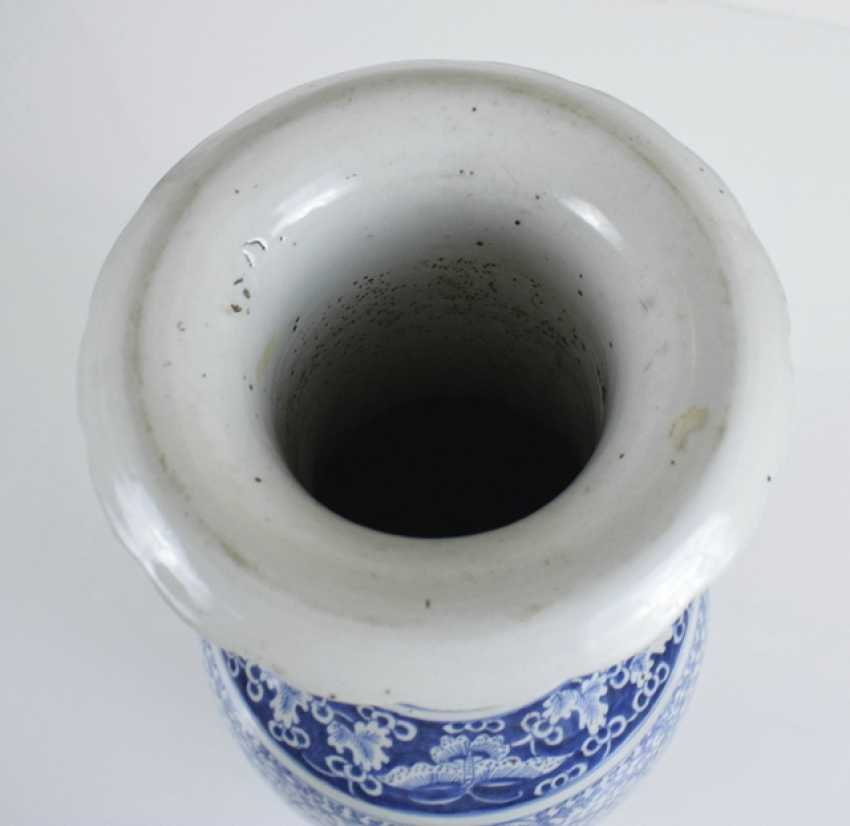 Floor vase made of porcelain with a blue-and-white Shuangxi decor and side Handle - photo 3